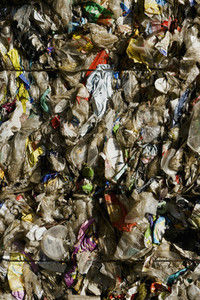 Compressed bundle of plastic recycling