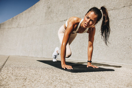 Healthy woman doing mountain climbers exercise