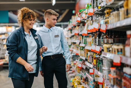 Store manager training young worker