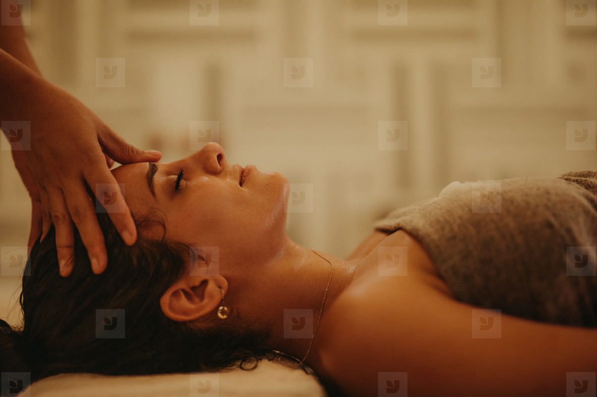 Amazing stress buster massage at a luxury spa