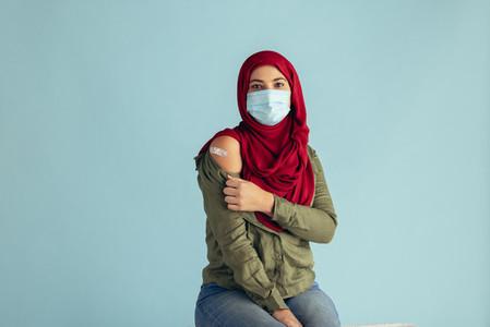 Woman in hijab received coronavirus vaccine