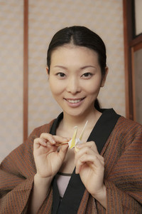 Portrait beautiful young woman with origami paper crane