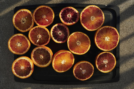 Blood and navel orange cross sections on tray