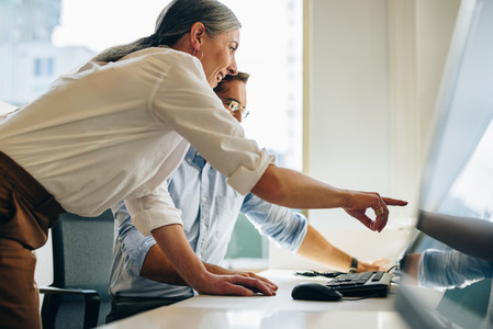 Manager suggesting some changes on the report to coworker