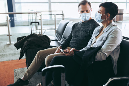 Couple traveling during covid 19 pandemic