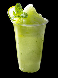 Smoothies mixed apple and lemon with lemon slices and mint leave