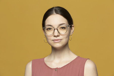 Portrait confident young woman in eyeglasses