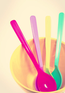 plastic spoons in yellow bow