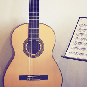 Guitar classic with stand note