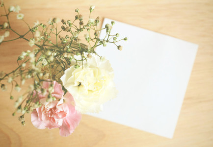 Flower with blank note paper