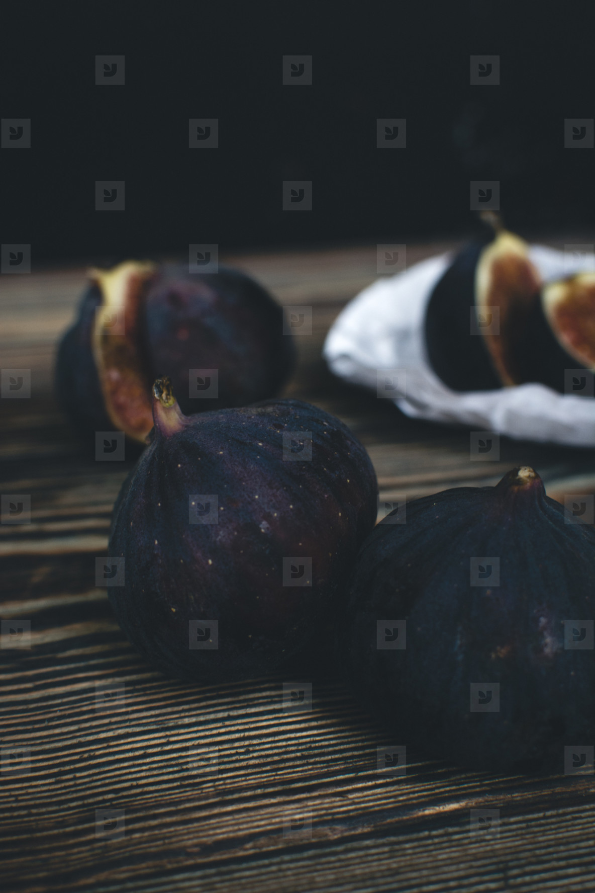 Figs fruit isolated on wooden