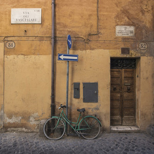 Green bike in Trastevere