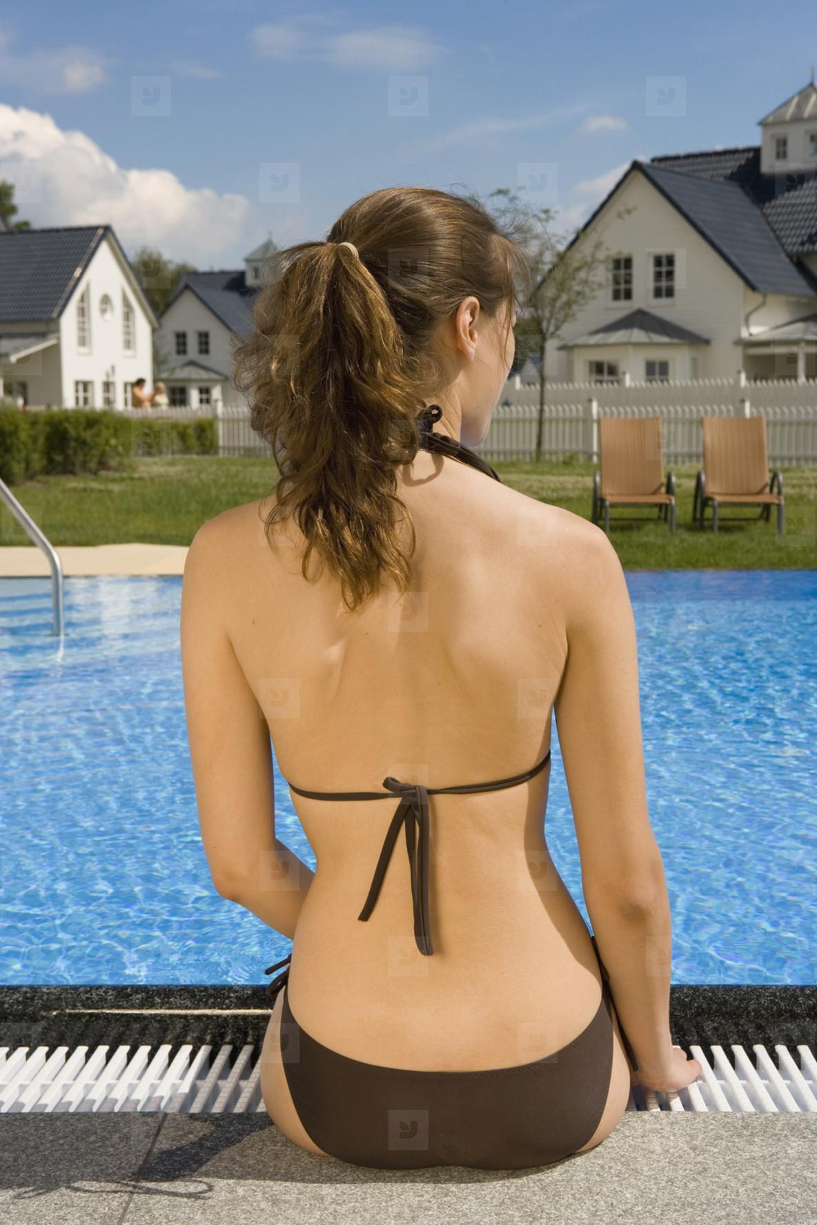 Poolside Holidays  16
