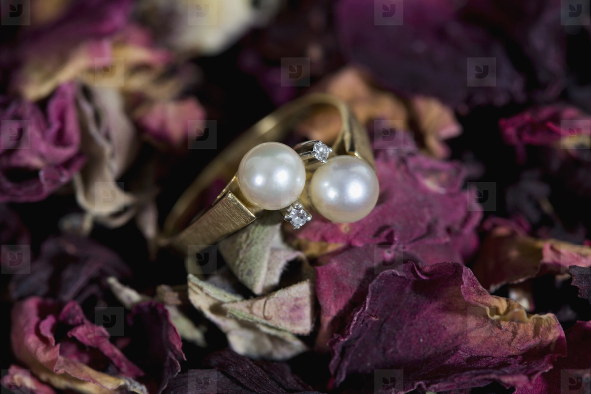 Cigarres and Pearls  16