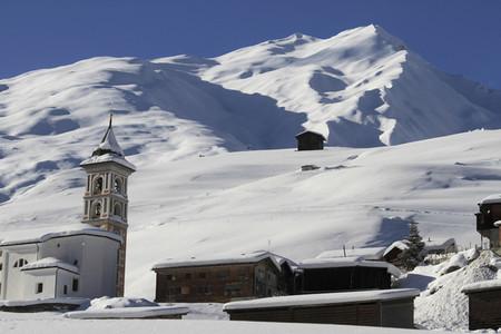Snowy Mountain Trails  08