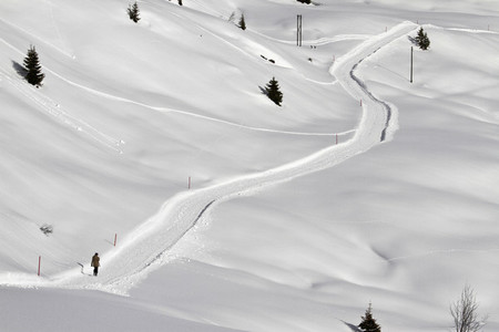 Snowy Mountain Trails 44
