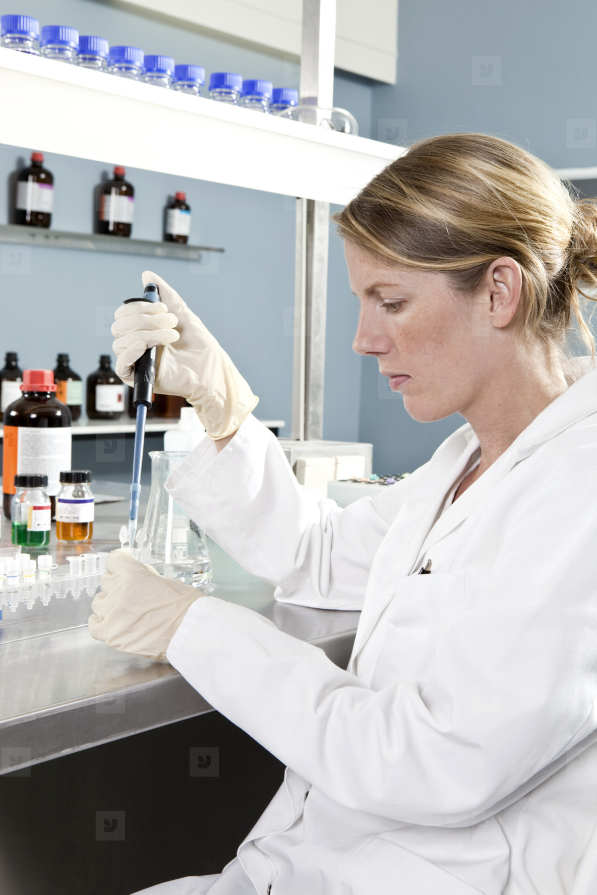 Lab Technicians  09
